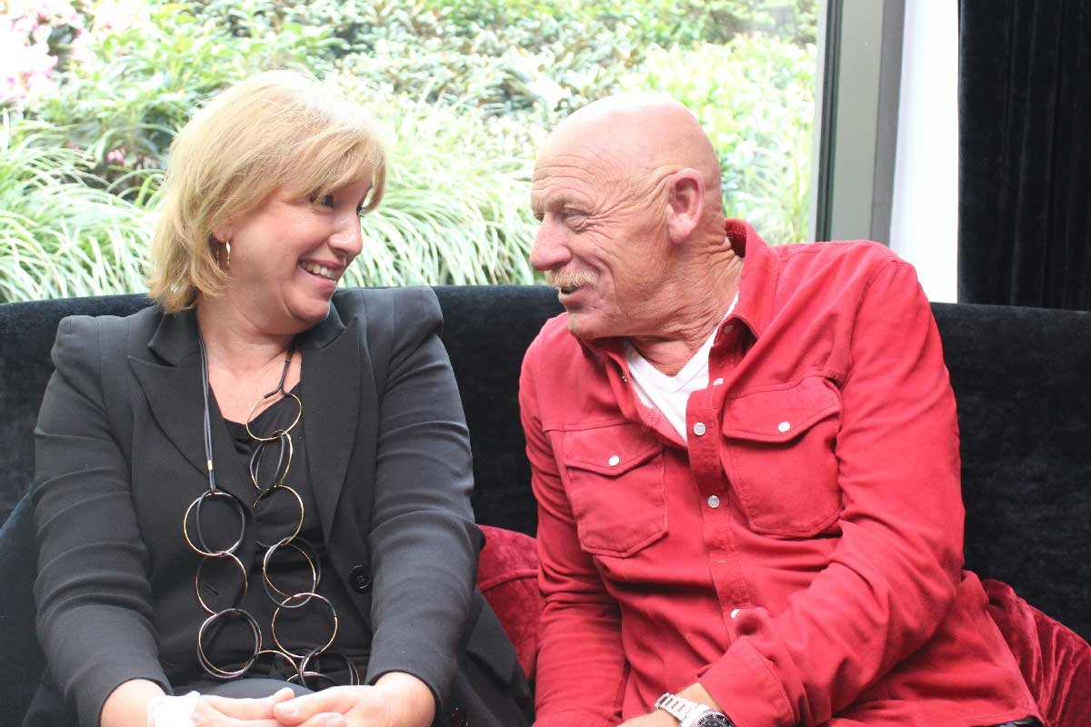 Personalberaterin Petra Land-McGraw im Gespräch im JVA-Arzt Joe Bausch
